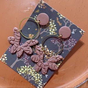 Mauve textured floral dangle earrings